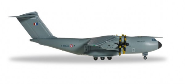 "HERPA 527613-001 French Air Force Airbus A400M Atlas ET 1/61 ""Touraine"""